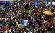 Cerca de 50 mil pessoas acompanharam a folia dos blocos da Cidade Baixa, em Porto Alegre