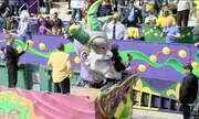 Tradicional carnaval de rua em Nova Orleans anima EUA