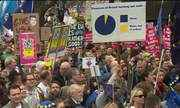 Theresa May enfrenta pressão de ministros e parlamentares, diz imprensa britânica