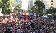 Parada do Orgulho LGBT: multidão acompanha shows em 19 trios na Paulista