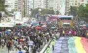 Orgulho LGBTQI+ desfila alegria por Copacabana e protesta contra o ódio