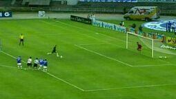 Em 2006, Rogério Ceni marca o segundo contra o Cruzeiro pelo Brasileirão