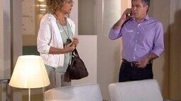 Gustavo não consegue falar com Edgar para avisá-lo do acidente de Luisa