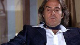 Jacques concede uma entrevista a Adriano, assumindo ter clonado o vestido de Valentim