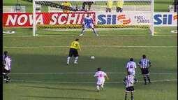 Em 2006, Ceni faz gol de pênalti em clássico contra o Santos pelo Paulistão