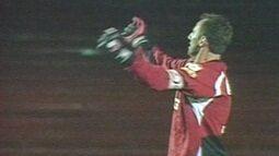 Em 2004, Rogério Ceni marca o 30º gol de sua carreira contra o Paraná