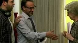 No estúdio, Maria encontra o diretor da novela