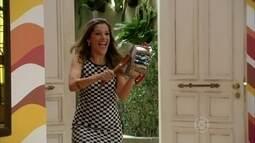 Tina entra para o reality show para desespero de Bárbara e Vitinho
