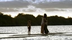 Ao lado de Isabel, Antônia passeia com o filho Leandro