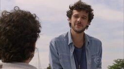 Pedro conta a Bernardo sobre a carta de Vicente