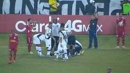 Henrique se lesiona e deixa a partida com cinco minutos