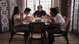 Comer Juntos - Suelen, Leandro e Roni deram o que falar em Avenida Brasil