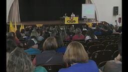 Professores participam de assembleia para debater ações realizadas durante a greve