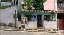 Moradores de Guapiara correm riscos em casas condenadas após chuvas de janeiro