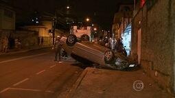 Motorista fica ferido após capotagem de carro em Belo Horizonte