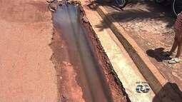 Moradores reclamam de buraco em asfalto de bairro de Goiânia