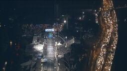 Primeiro dia de desfiles do Grupo Especial de São Paulo começa com Anhembi às escuras