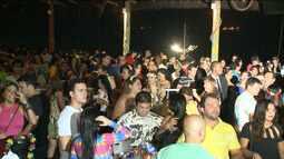 Foliões aproveitam o tradicional baile de Honolulu em São Luís
