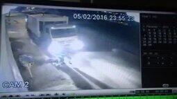 Gari em serviço tropeça e é atropelado por caminhão de coleta no DF