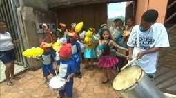 Após desastre, Mariana se refresca com alegria no carnaval