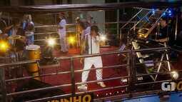 Armandinho e os irmãos Macêdo cantam 'Vida Boa' na Barra