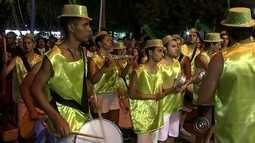 Escola de samba 'Zetaliê' atrai público em desfile de carnaval em Pereiras