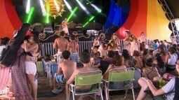 Milhares de pessoas passam Carnaval alternativo numa fazendo em Rio Negrinho