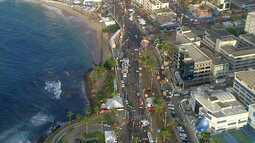 Veja imagens do trânsito na Barra, onde acontece o tradicional 'arrastão'