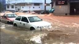 Temporal em Belo Horizonte causa uma morte e alaga várias ruas