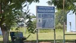 Paraquedista morre após se chocar com colega durante salto em Boituva