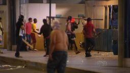 Terminal é depredado em ato contra reajuste da tarifa de ônibus em Goiânia
