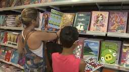 Pais devem tomar cuidado para não pagar mais caro na compra do material escolar