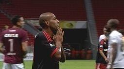 Sheik perde boas oportunidades de gol durante o jogo da Primeira Liga contra o Figueirense
