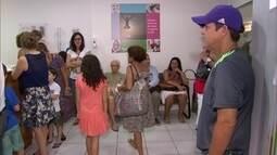 Pacientes em busca de vacina contra gripe enfrentam filas em clínicas particulares no RJ