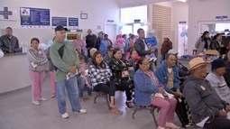 Muita gente precisou ter paciência no 1º dia de vacinação contra gripe em Campo Grande