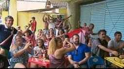 Torcida coral que não foi a Campina Grande faz festa por todo Recife