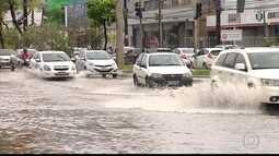 Chuva intensa complica trânsito no Grande Recife
