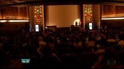 Cinéfilos lotam Cinema São Luiz na noite de abertura do Cine PE