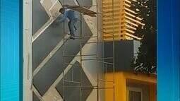 Telespectador flagra trabalhador em obra sem equipamento de segurança