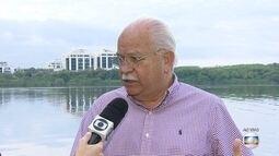 Gigogas invadem mar e lagoa na Barra da Tijuca