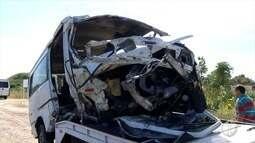 Dezesseis ficam feridos em acidente envolvendo van e carro de passeio na BR-110