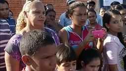 Pais de alunos fazem protesto na zona rural cobrando transporte escolar