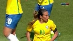 Marta chega pela intermediária, invade a área e amplia para o Brasil sobre o Canadá