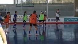 Seleções que vão disputar o Mundial Universitário de Futsal chegam a Goiânia