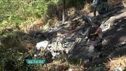 Técnicos recolhem destroços do helicóptero que caiu em Jundiaí