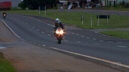 PRF flagra veículos a mais de 200 km/h em Goiás