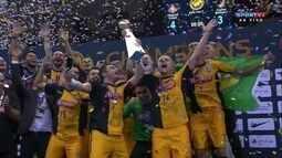 Sorocaba recebe a taça de campão da Copa Intercontinental de Futsal
