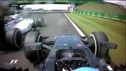 Alonso tenta ganhar posição de Felipe Massa e espanhol chega a colocar rodas na grama