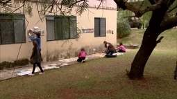 Seis crianças de São Carlos criam biblioteca infantil