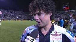 Victor Ferraz culpa gramado por empate e diz que Santos não pode depender de ausências